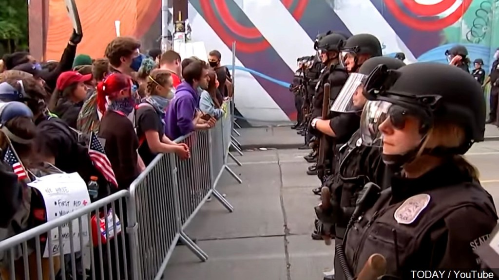 Protesters Police Seattle