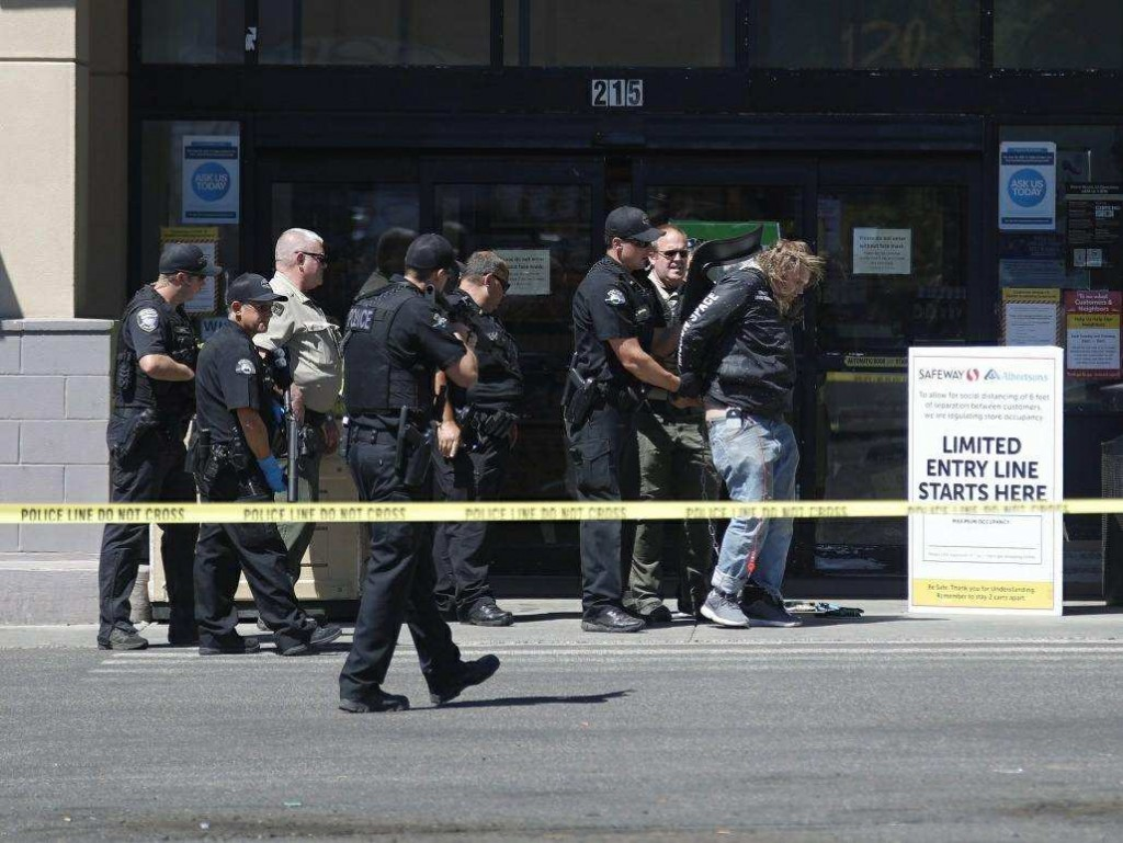 Man detained after allegedly making a bomb threat at Safeway in Walla Walla