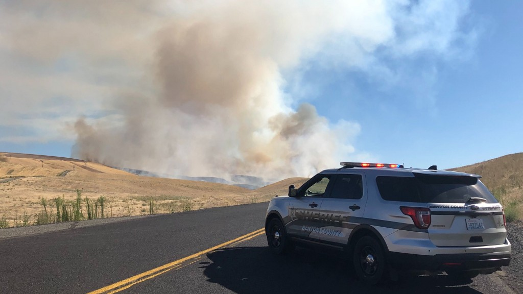 Large wildfire in the area of Bofer Canyon and Bateman Road
