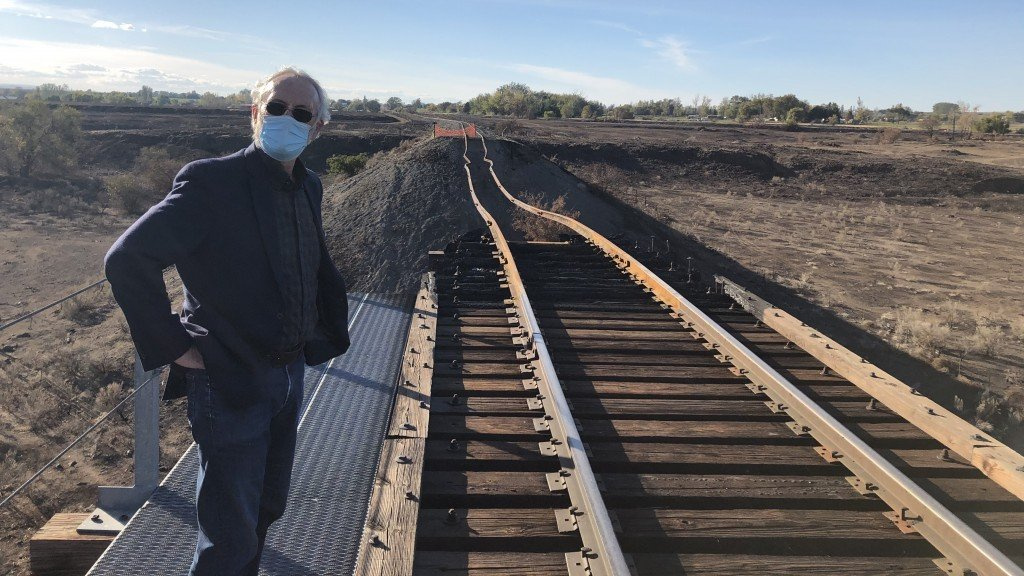 Rep Dan Newhouse visits Prosser rail bridge
