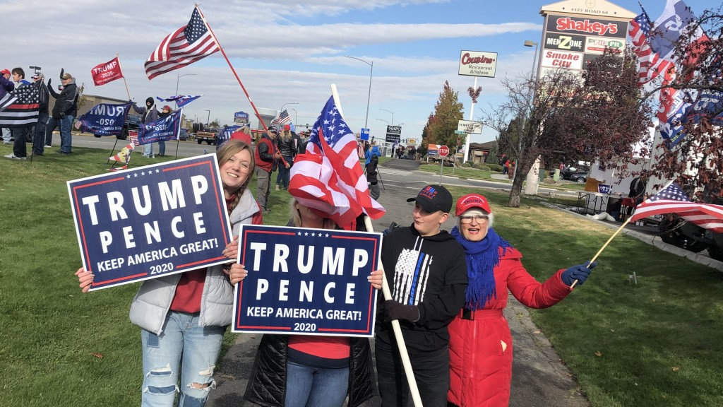 Trump supporters line Road 68 in Pasco to show support