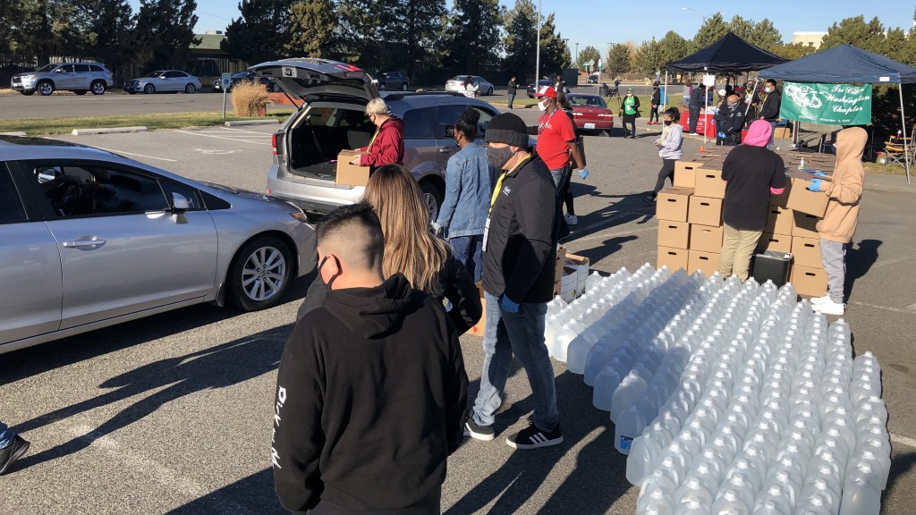 Hundreds receive supplies in Pasco