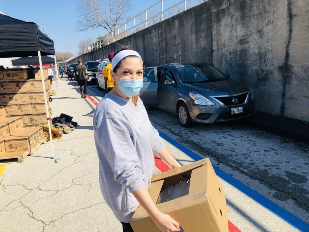 Tressia Nowlin is handing out food to San Antonians in Texas