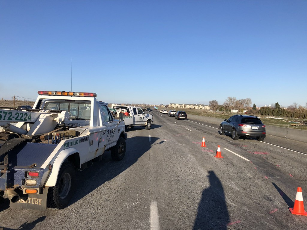Elderly Richland woman dies in six-car crash on I-182