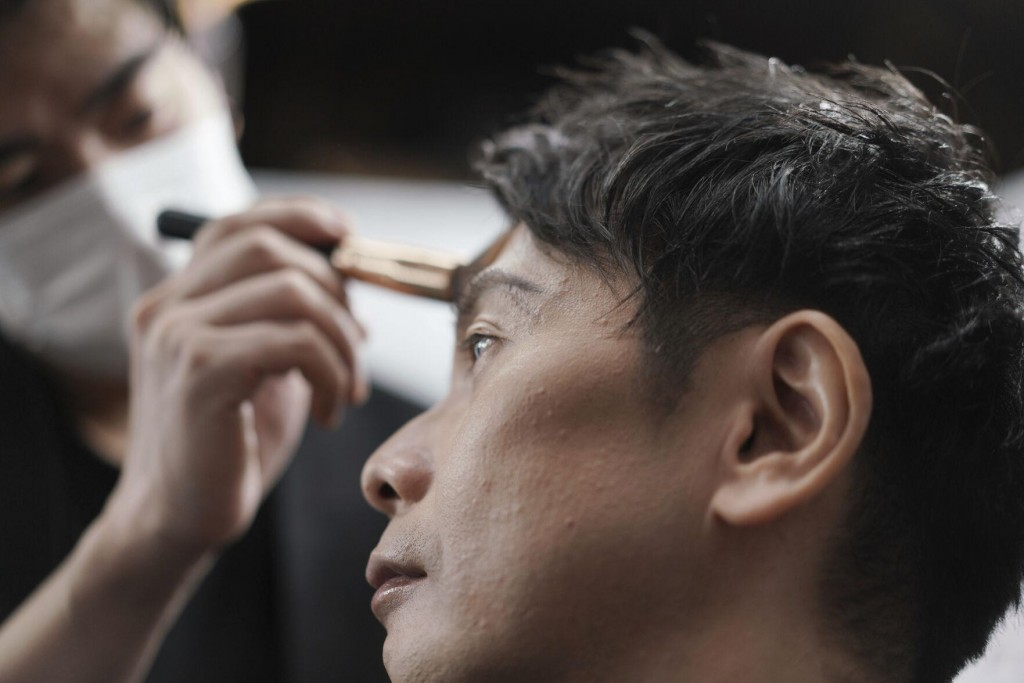 Japanese Businessmen Brighten Makeup Industry Amid Pandemic