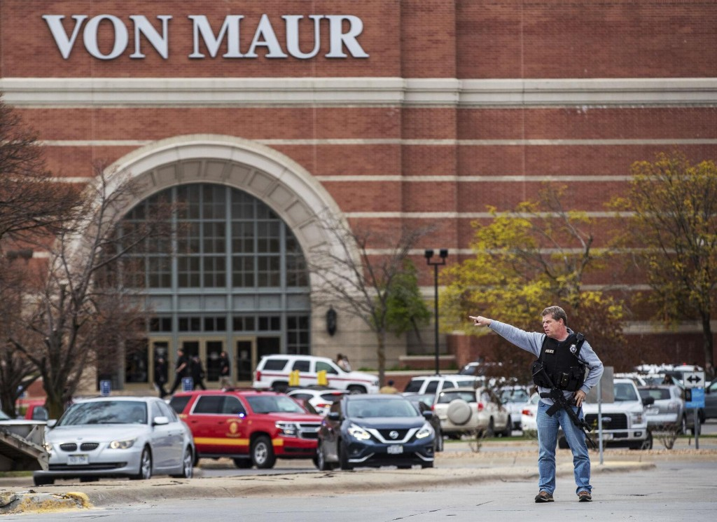 1 Killed In Omaha Mall Shooting That Sends Shoppers Running