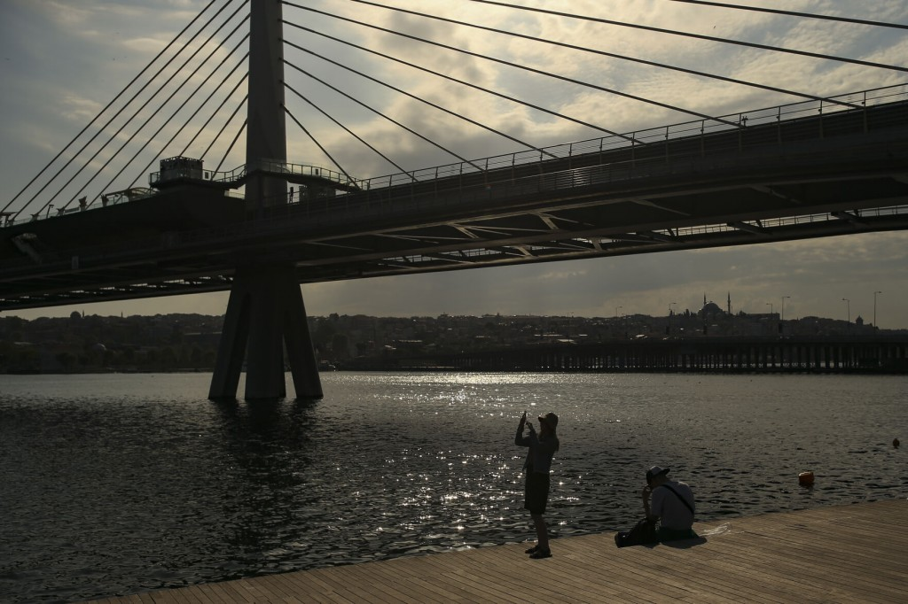 Turkey Eases Covid 19 Restrictions But Keeps Many Curfews