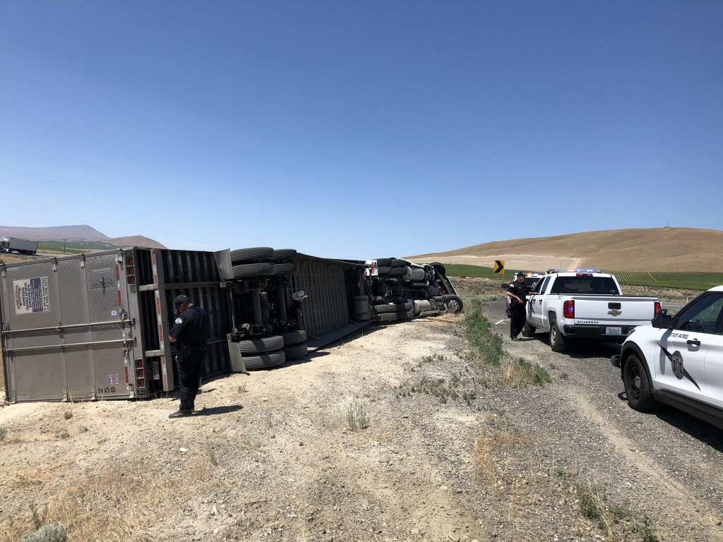 Semi-truck carrying 30,000 lbs of french fries tips over in Richland