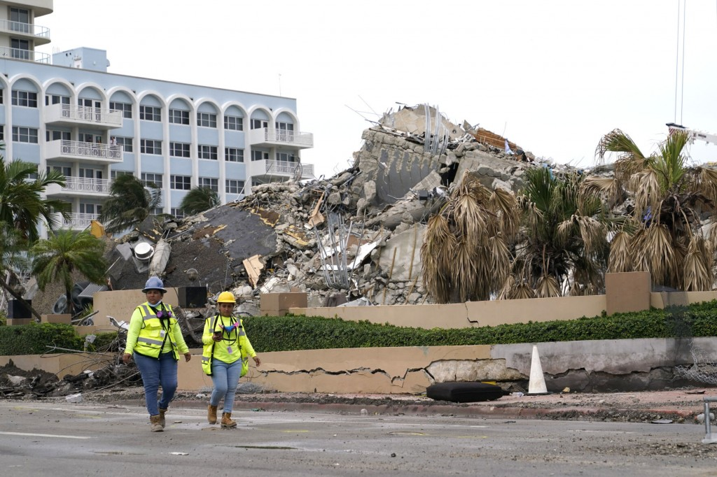 8 Victims Pulled From Rubble In Single Day; Elsa Weakens, Nears Landfall; More Britney Spears Fallout