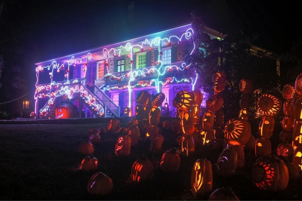 Over The Top Halloween Displays From Across America